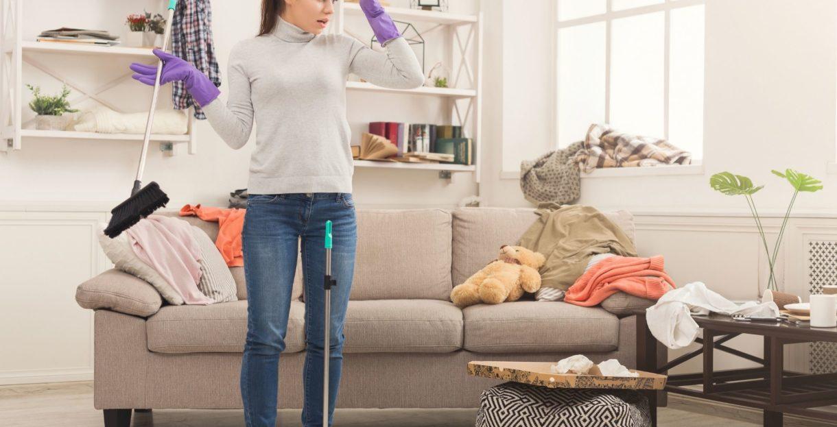Tache ménagère quotidien intérieur - passer l'aspirateur