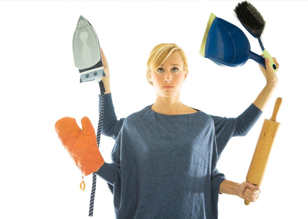Planning des tâches ménagères - Femme à 10 mains pour le repassage, nettoyage, balais