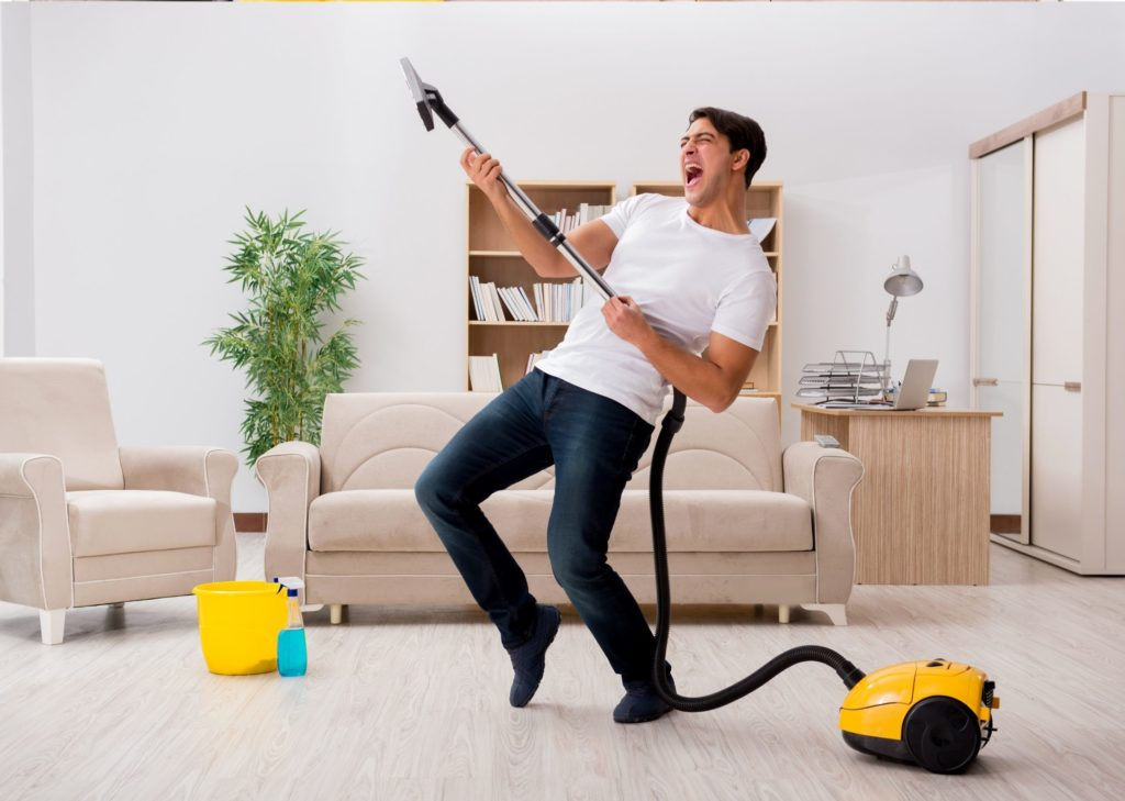 Faire le ménage & passer l'aspirateur en dansant