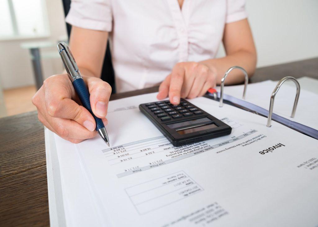 Planning des tâches ménagères - faire les comptes avec une calculette