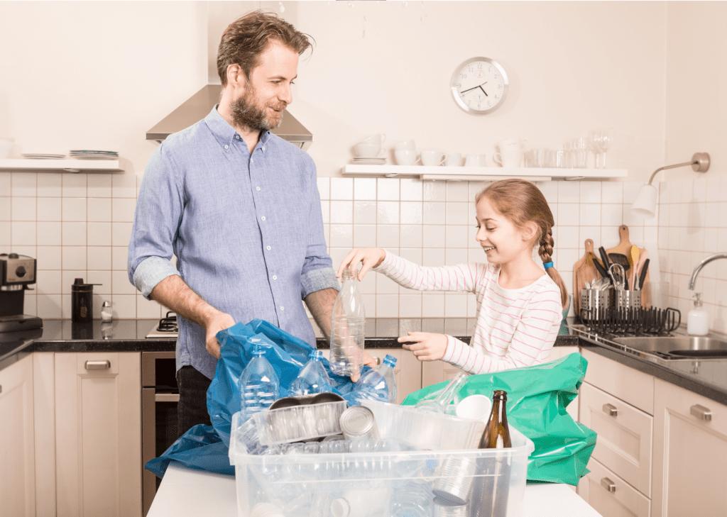 Partage des tâche avec tri des poubelles enfant père