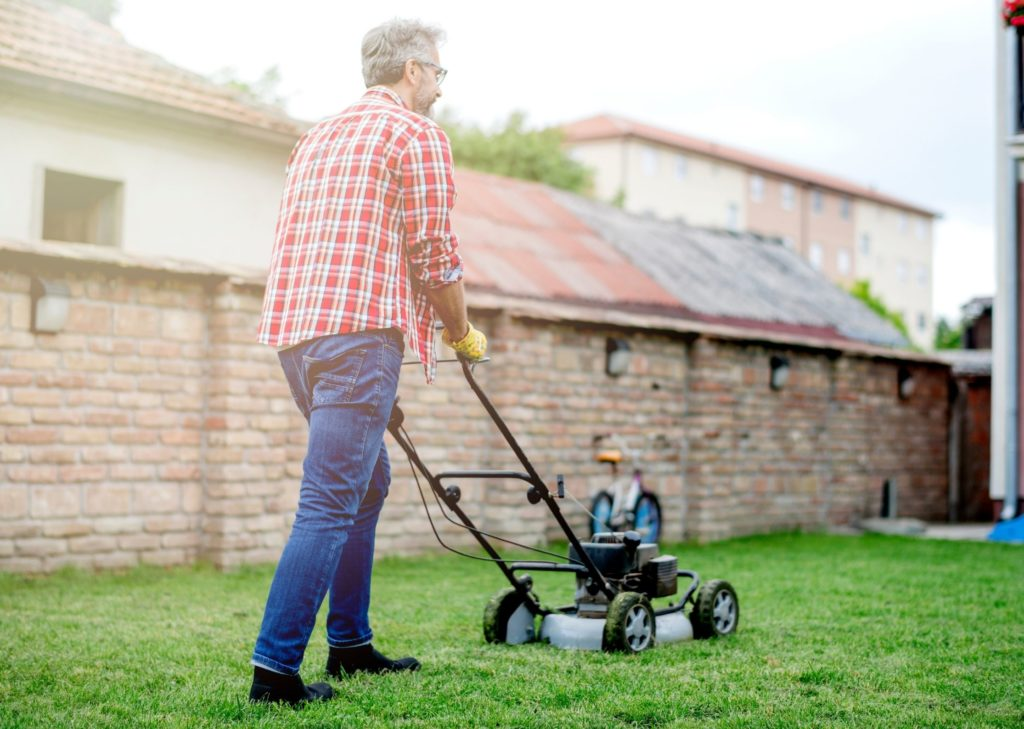 Tache menagere - extérieur & jardin - tondre la pelouse